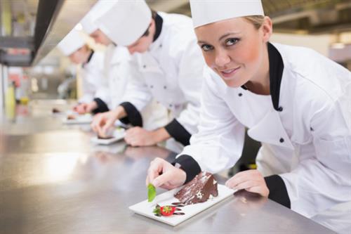 La première étape pour devenir cuisinier: description du poste de cuisinier à la chaîne